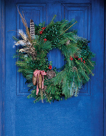 Outdoor holiday decorations garden home party for Country living outdoor christmas decorations